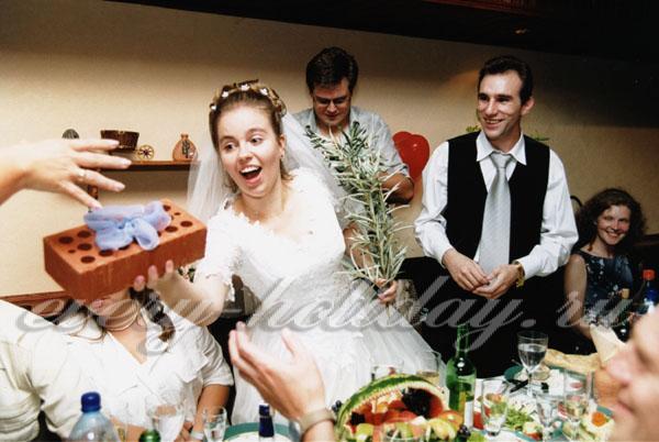 Сценарий свадьбы для тамады с конкурсами для маленькой компании