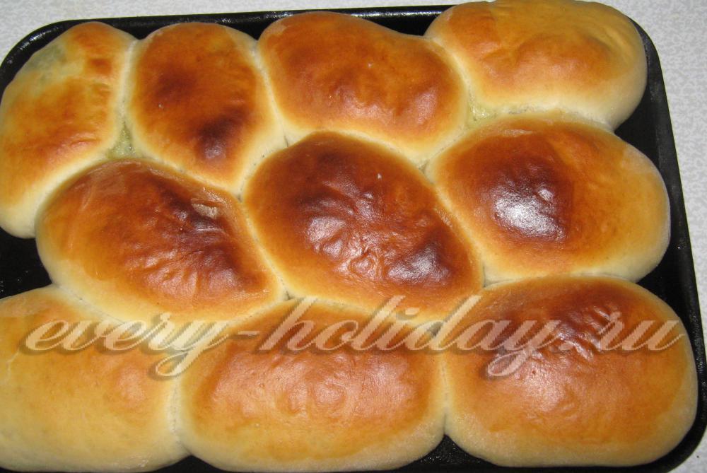 Печеные пирожки с яйцом и зеленым луком в духовке