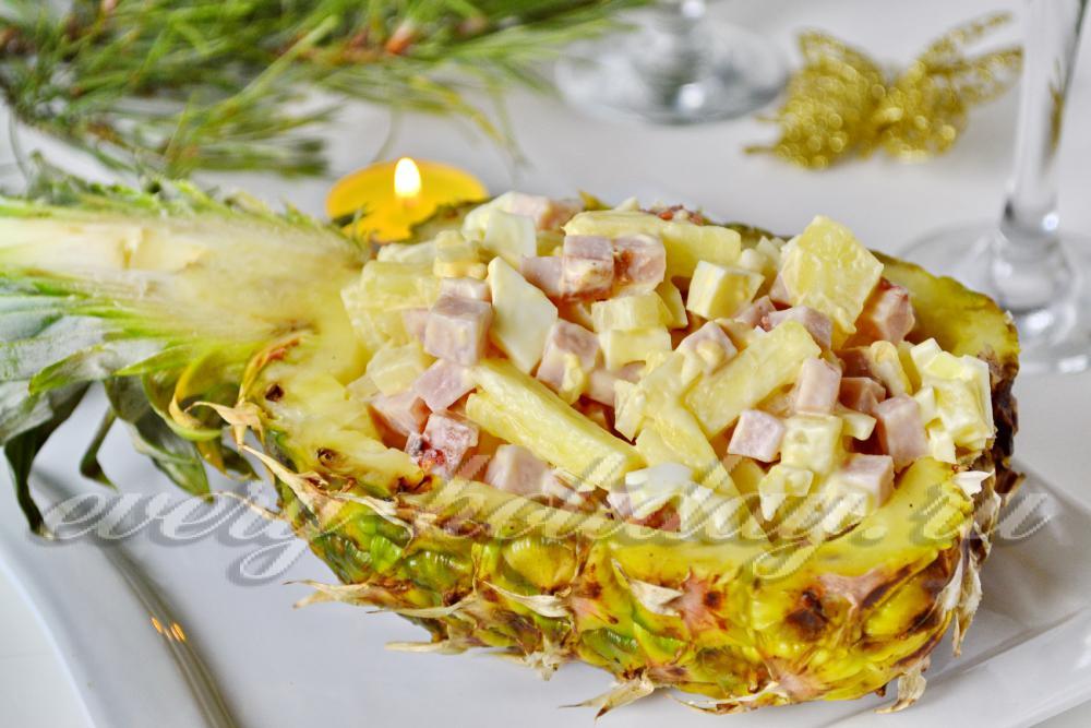Салат с ананасом курицей и ветчиной