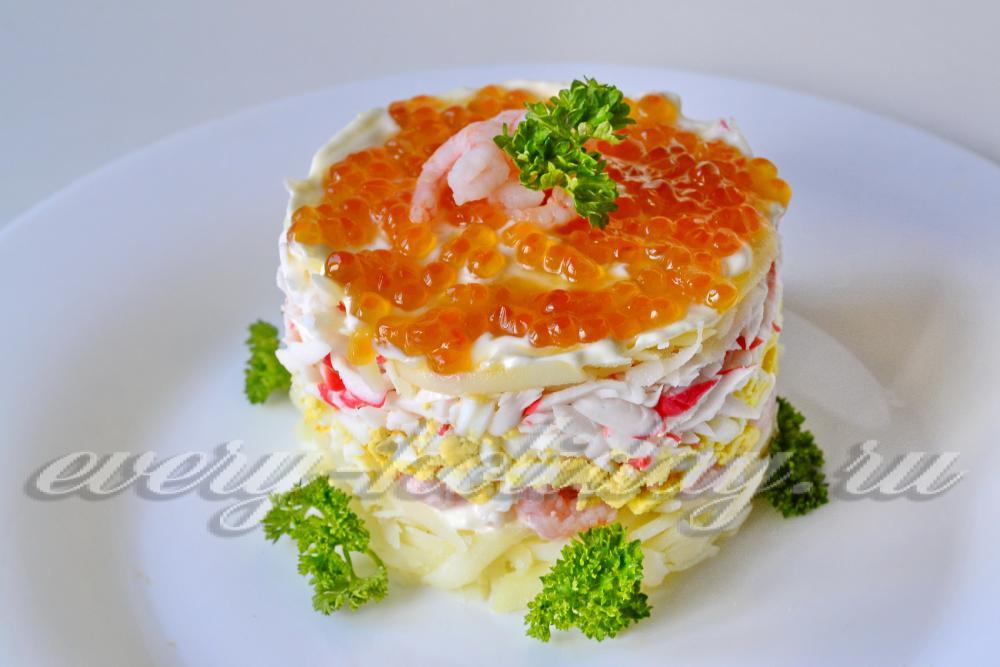 Салат с креветками и крабовыми палочками и икрой рецепт