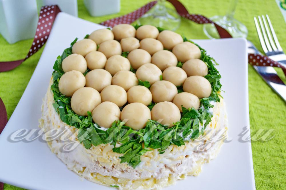 Грибная поляна салат рецепт с с шампиньонами и курицей