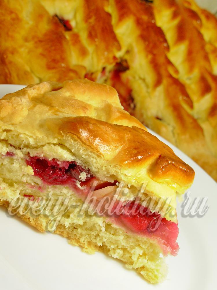 Сладкий дрожжевой пирог с яблоками рецепт