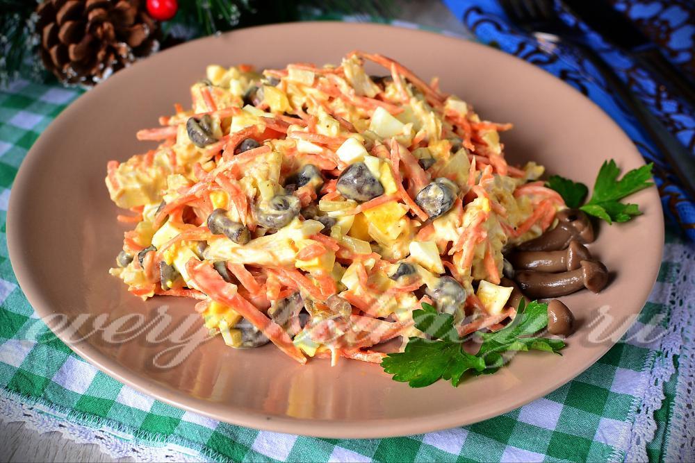 Салат из курицы и маринованных опят рецепт