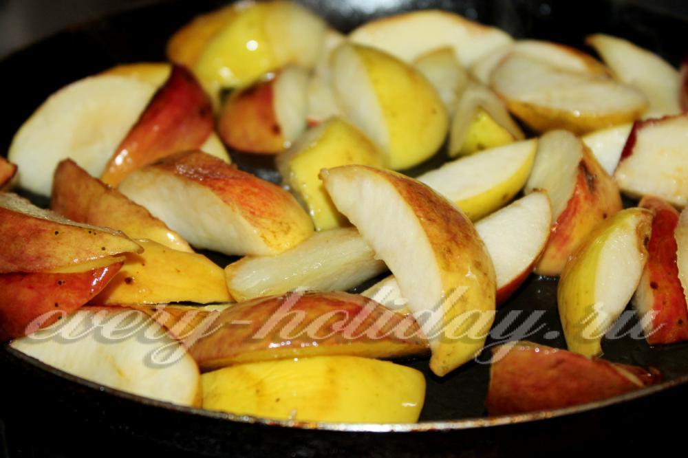 Сосиски с сыром в слоеном дрожжевом тесте рецепт