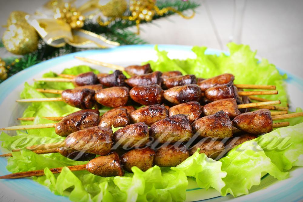 Куриные желудки в духовке на шпажках рецепт