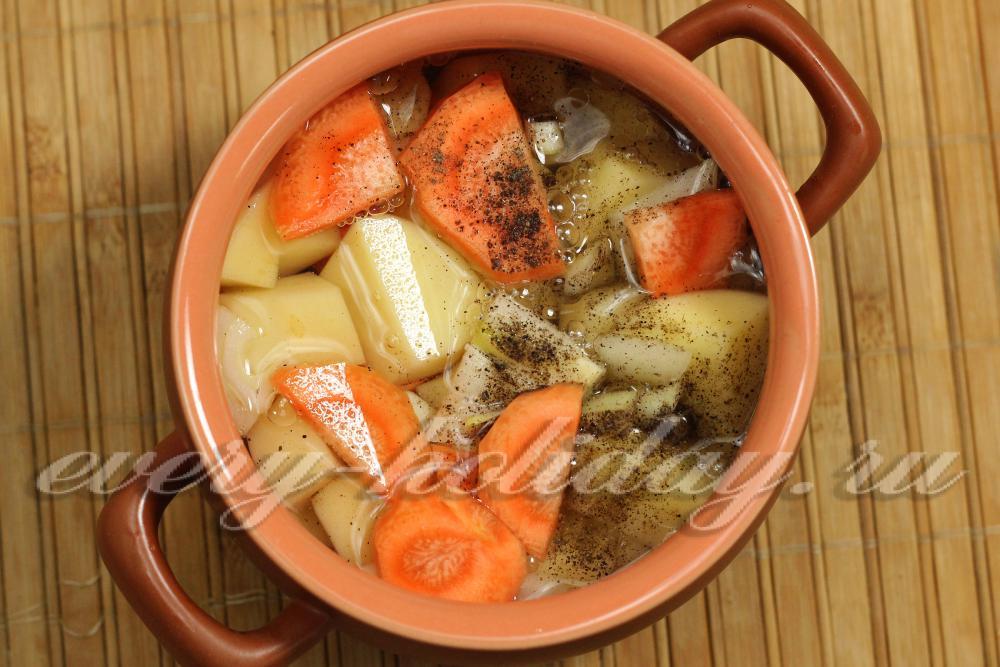 Курица с картошкой и майонезом в горшочке в духовке рецепт