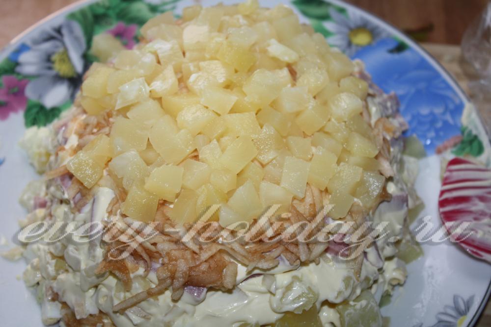 Салат с курицей и ананасами грецким орехом слоями рецепт