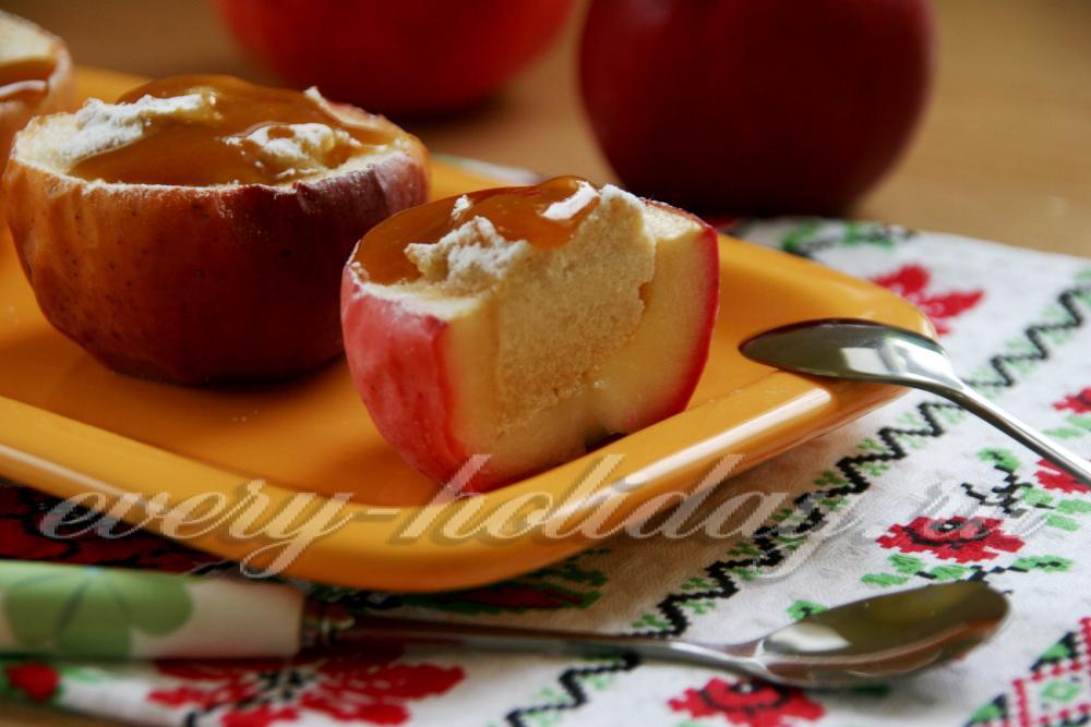 Как запечь яблоки в духовке с медом рецепт с