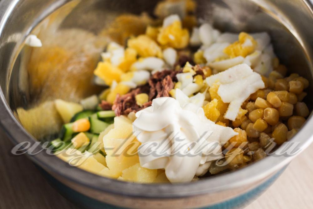 Салат рыбный с кукурузой консервированной