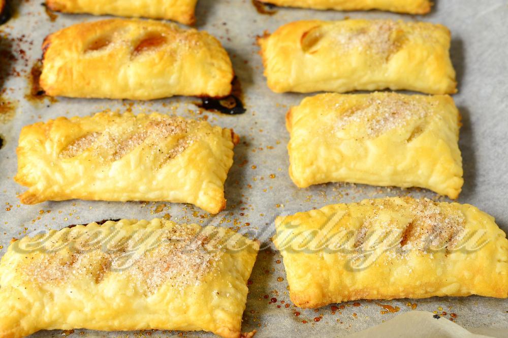 сладкие рецепты из слоеного теста в духовке с фото