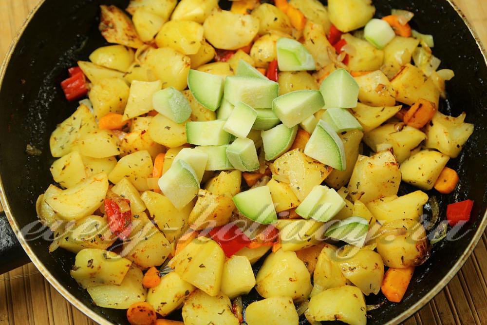 Овощное с кабачками и картошкой рецепт