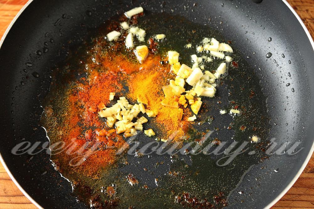 Рыба тушеная на сковороде с фото