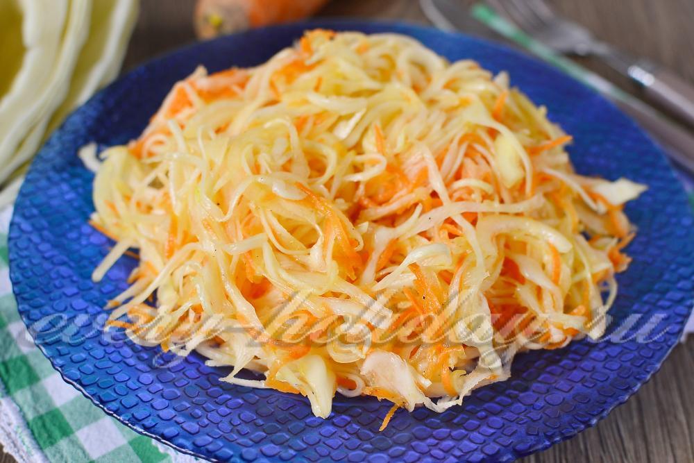 салат с капустой и морковью и яблоком