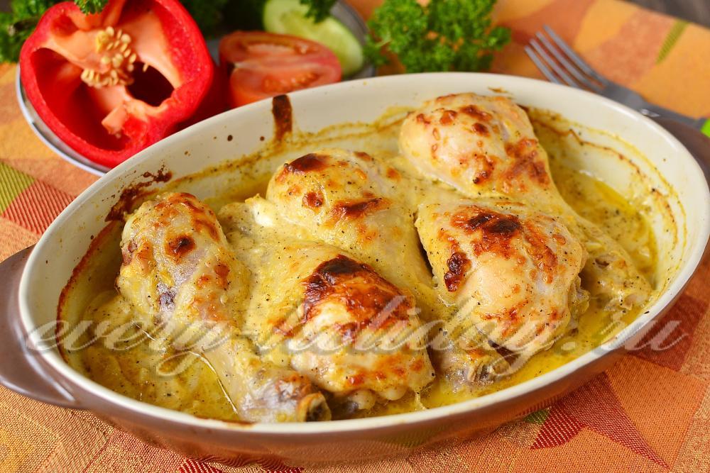 Курица в духовке с картошкой с соусом в духовке рецепт