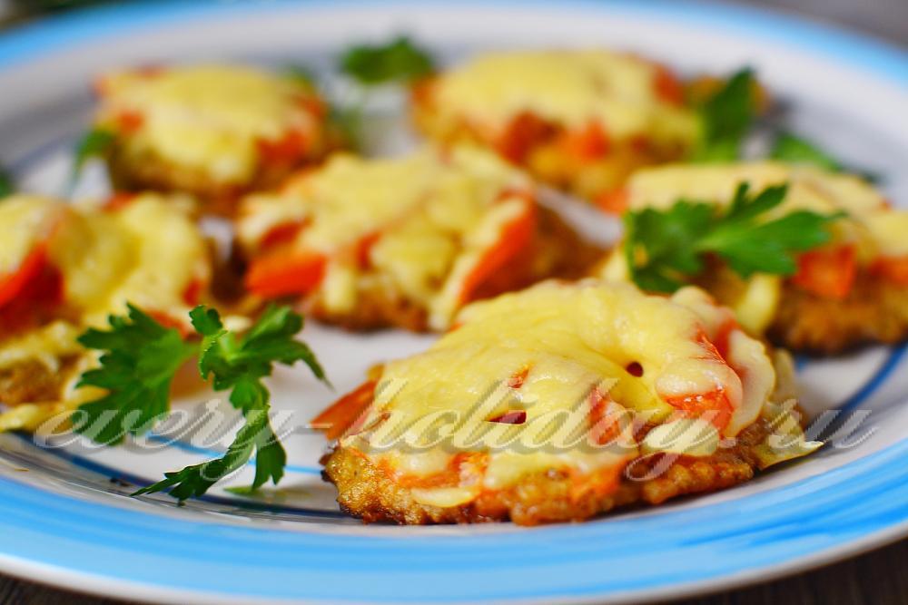 мясо по французски фото с грибами и помидорами из свинины в духовке рецепт