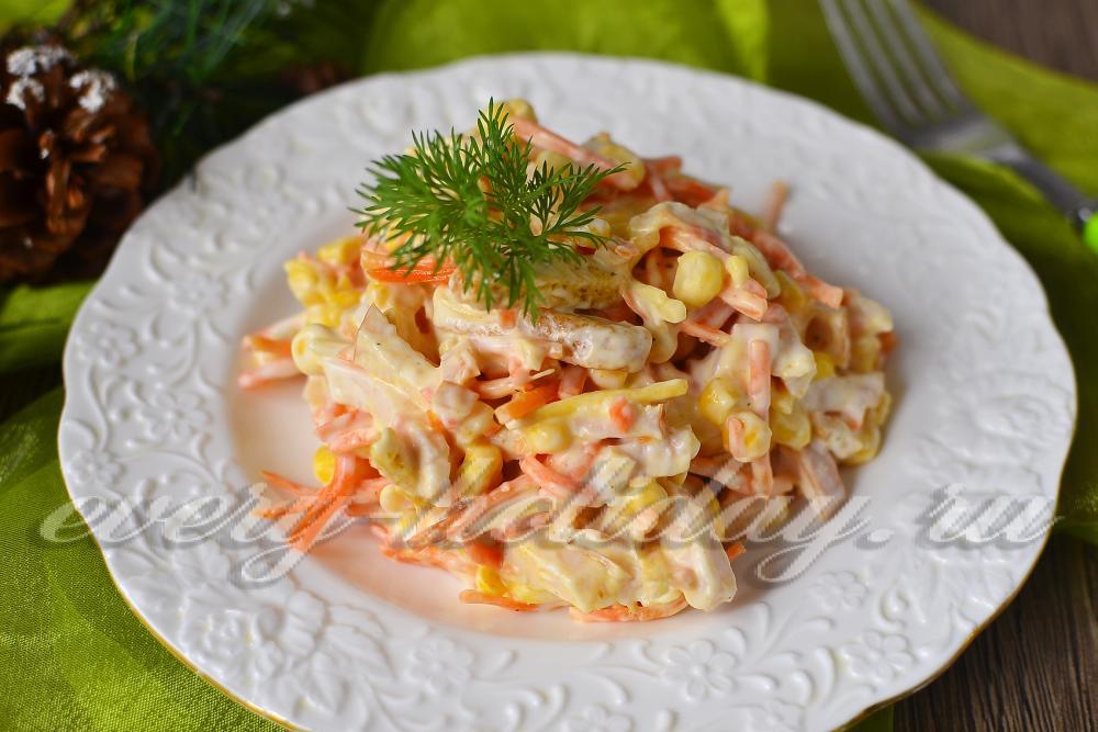Салат с кукурузой и сыром и чесноком