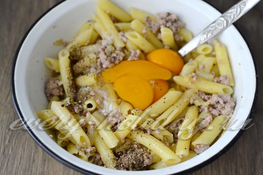 Макароны с яйцами и фаршем рецепт