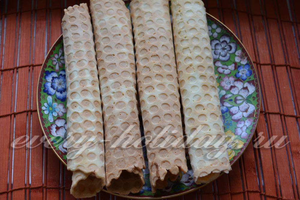 Вафельные трубочки в вафельнице рецепт с фото