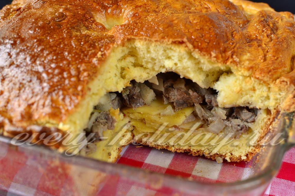 Рецепт дрожжевого пирога с мясом и картошкой в духовке