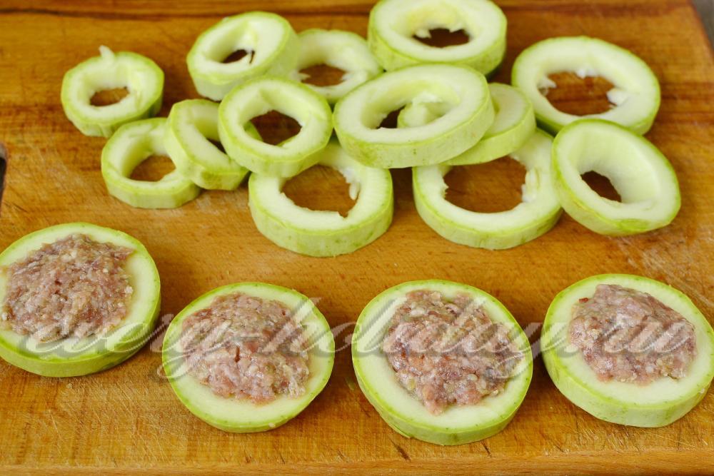 Как сделать кабачок с фаршем на сковороде 543