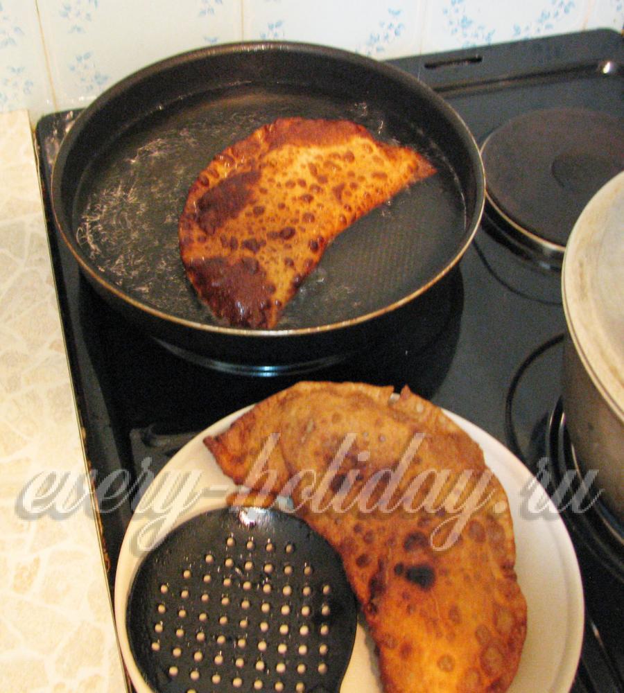 Чебуреки рецепт с пошаговый на сковороде на молоке