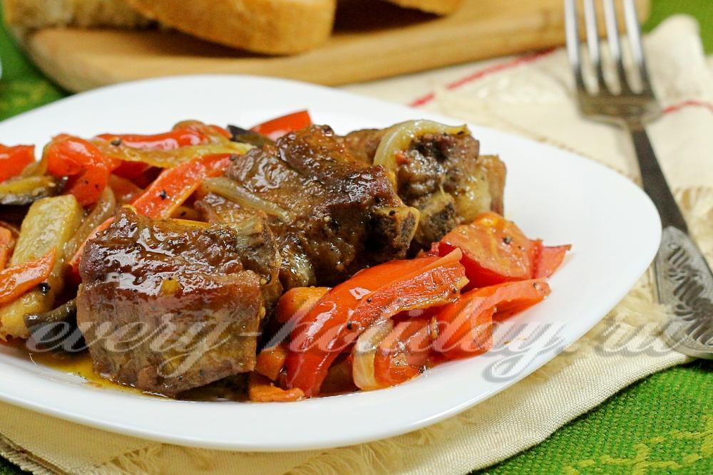 Тушеные свиные ребрышки с овощами с фото пошагово