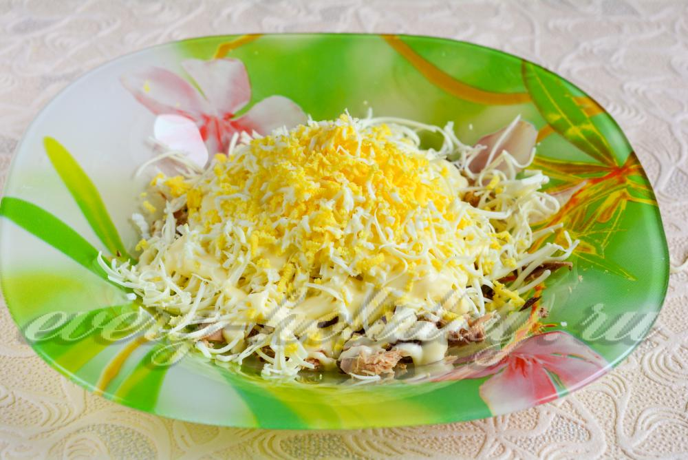 Салат мимоза из тунца с сыром