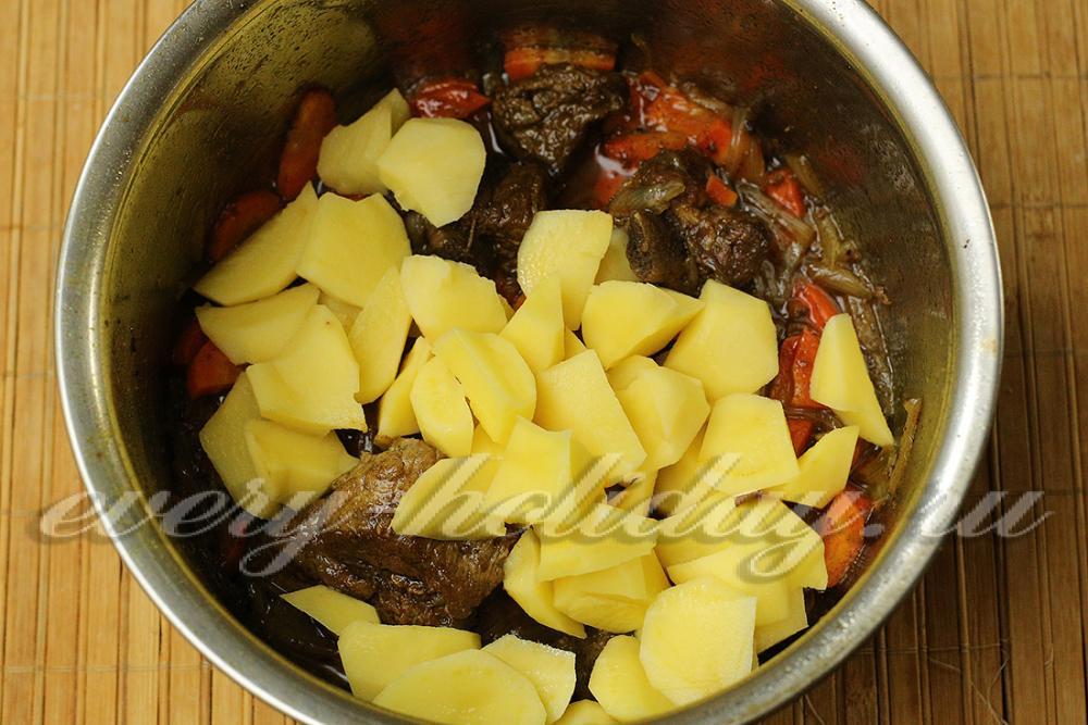 Тушеная картошка с ребрышками в духовке рецепт с пошагово 119