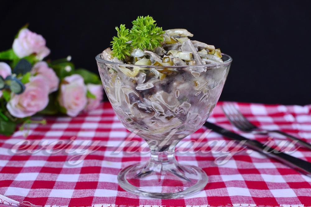 рецепт салата с солеными грибами и солеными огурцами