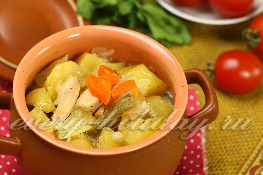 курица с картошкой с овощами в горшочке в духовке