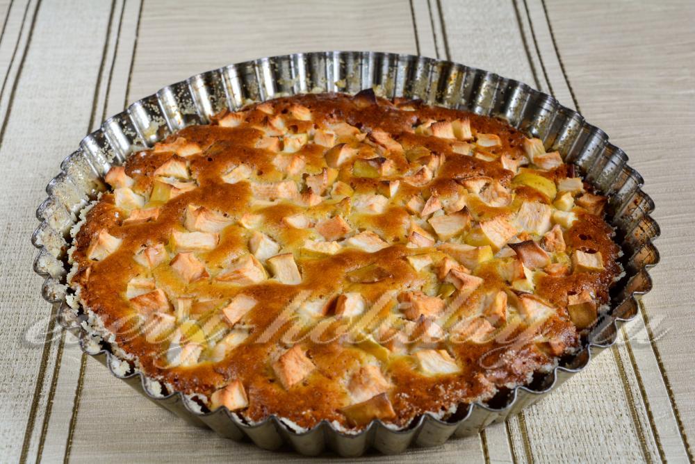 Воздушная шарлотка с яблоками рецепт с пошагово в духовке