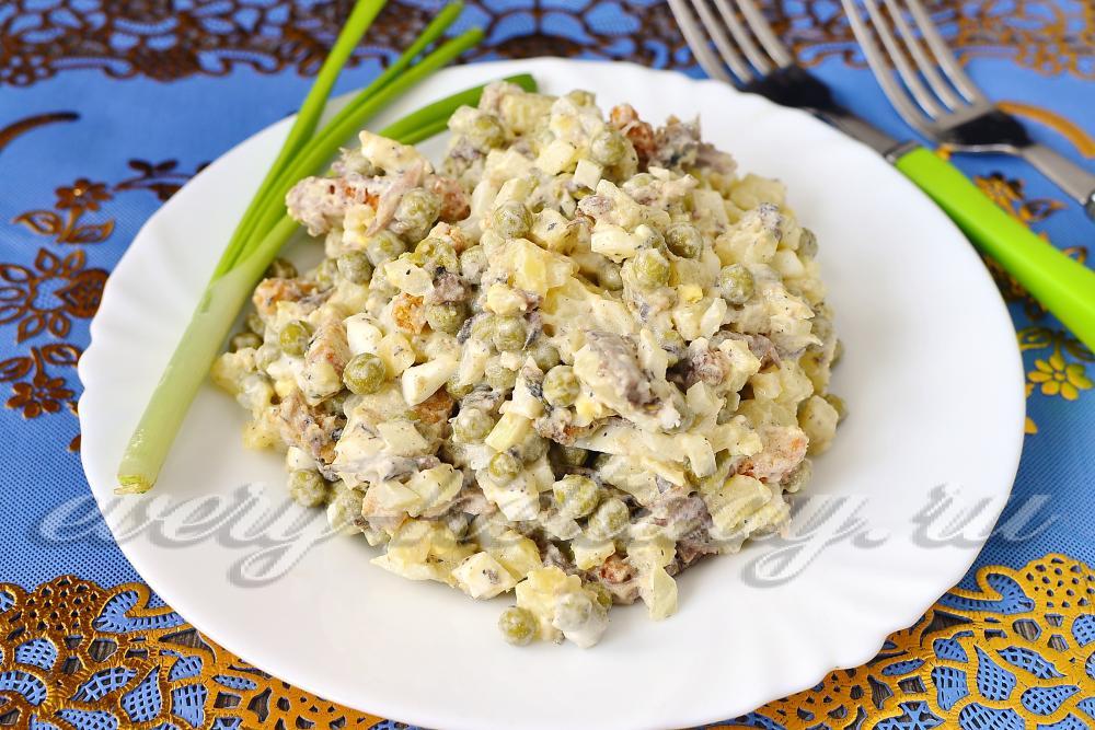 Салат с сухариками и шпротами рецепт очень вкусный