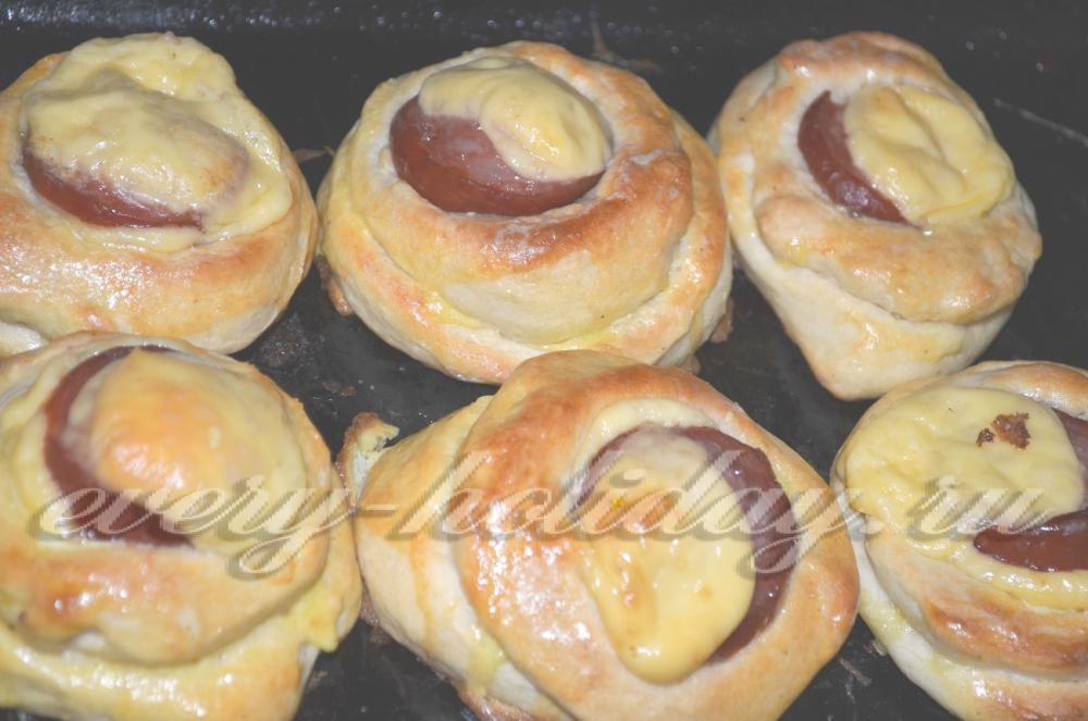 булочки с колбасой рецепт с фото