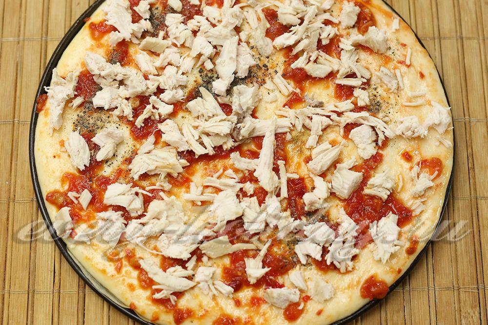 Пицца с мясом курицы