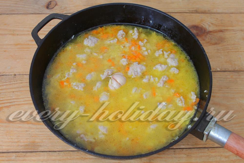 Гнезда из макарон с фаршем рецепт на сковороде с пошагово в