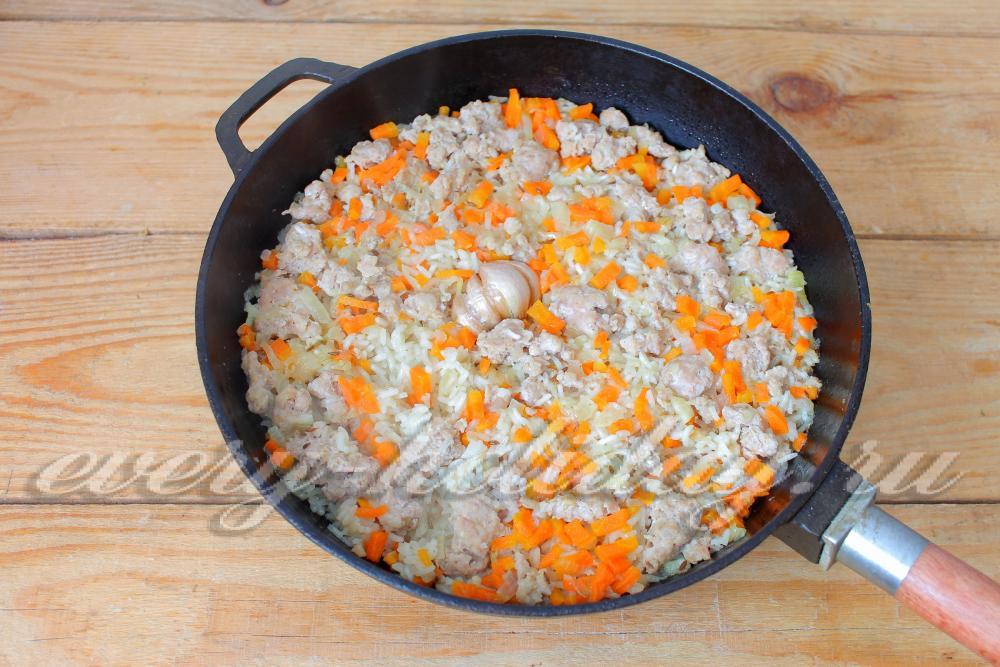 Рис с фаршем в сковороде рецепты