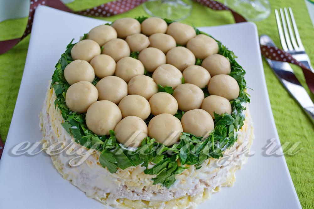 Салат полянка с шампиньонами и курицей и сыром рецепт с