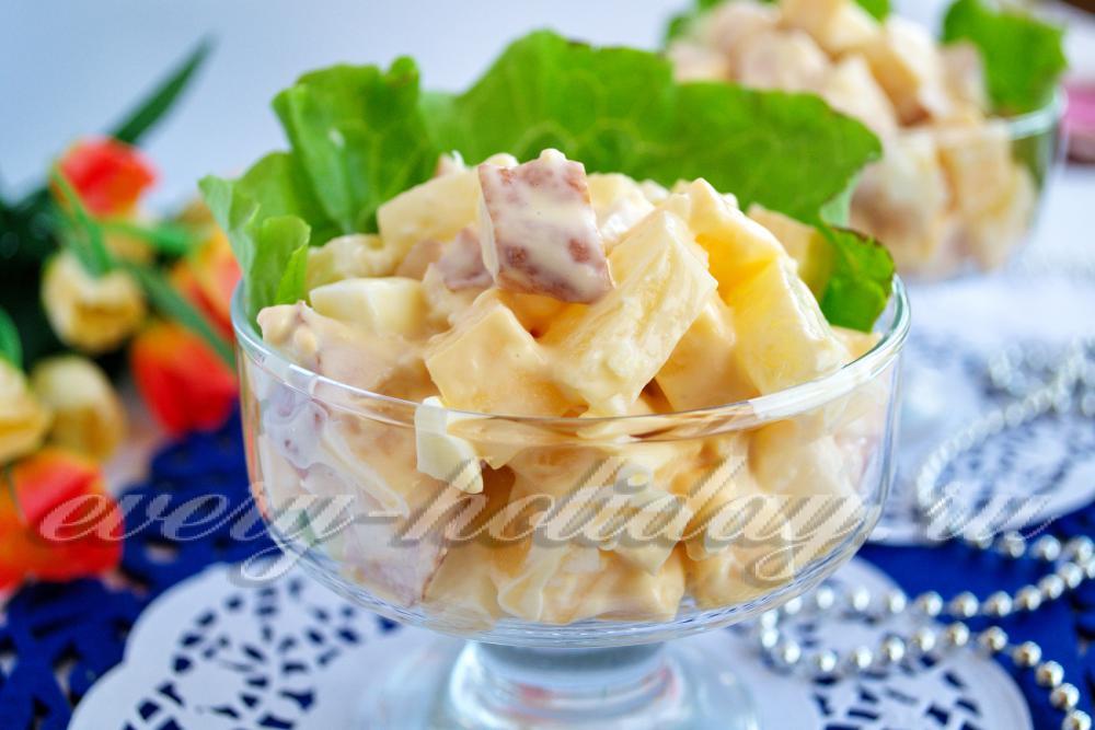салат с копченой курицей с сыром и ананасами рецепт