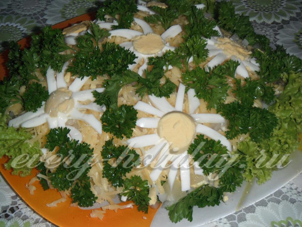 Салат с грибами ромашка с фото
