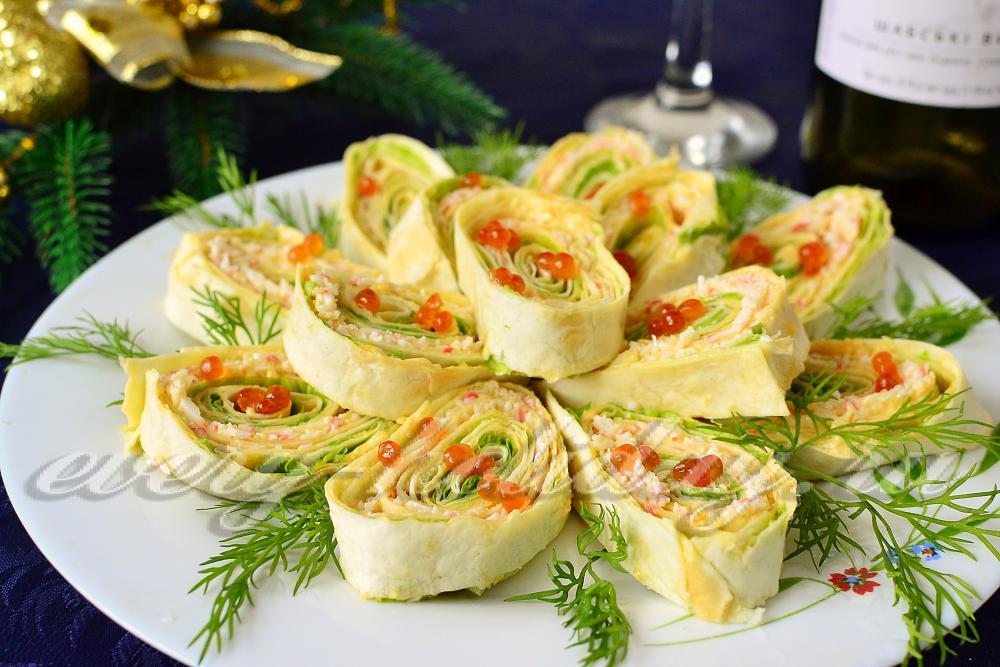 Салат с икрой мойвы крабовыми палочками