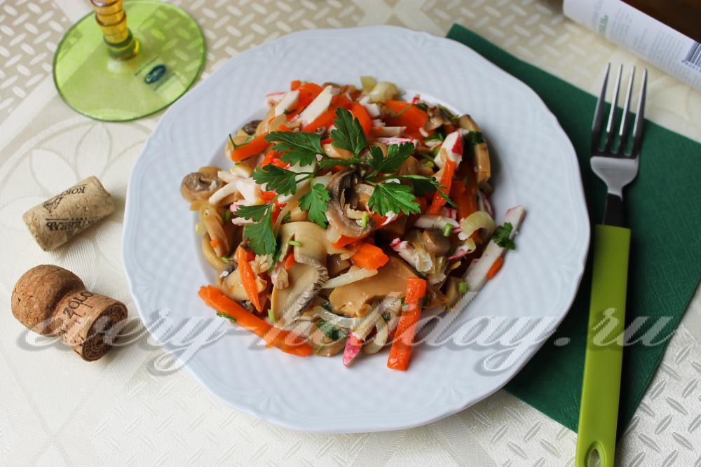 Салат из крабовых палочек - рецепты с фото на Повар.ру ...