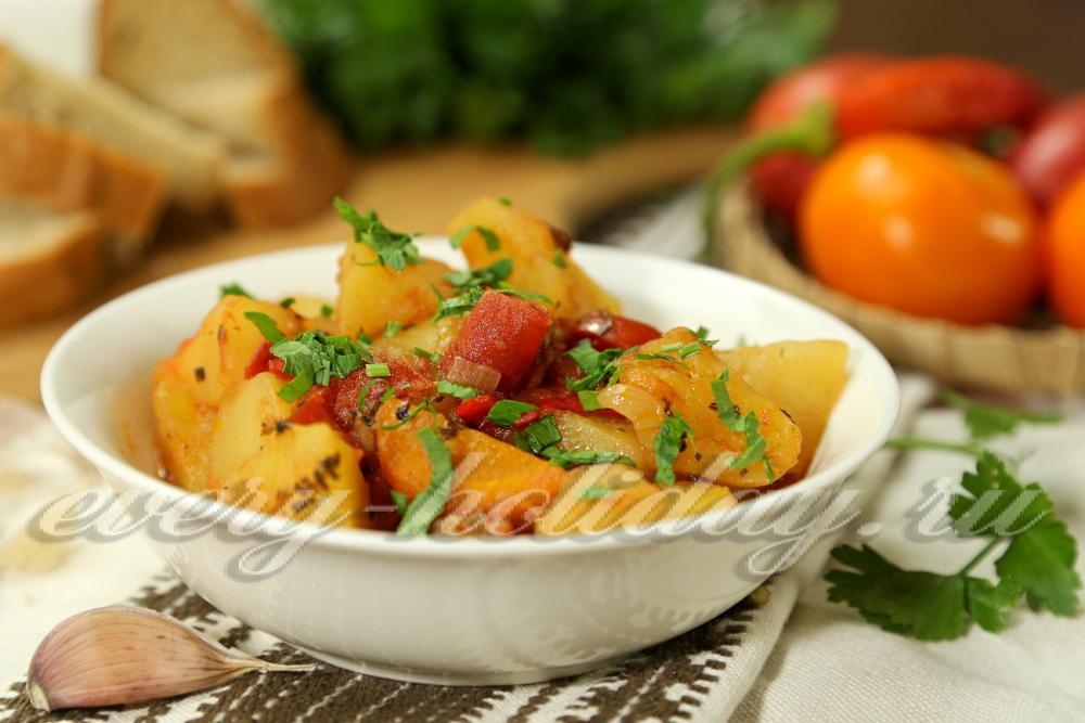 Как вкусно приготовить овощное рагу с кабачками и картофелем