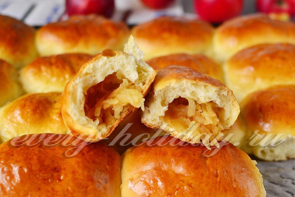 Пирожки с яблоками на дрожжевом тесте в духовке пошаговый рецепт