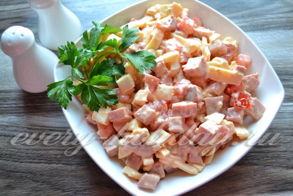 Салаты с сыром колбасой рецепты простые и вкусные