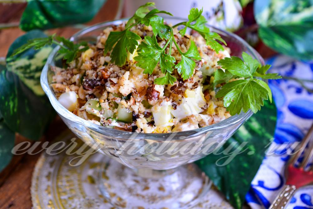 салат каприз рецепт с курицей и черносливом