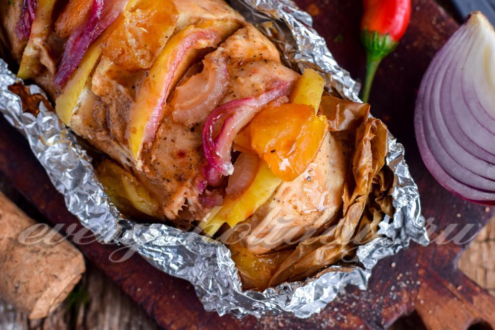 грудка в духовке в фольге с яблоками рецепт
