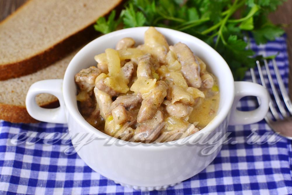 Бефстроганов из свинины в сметанном соусе