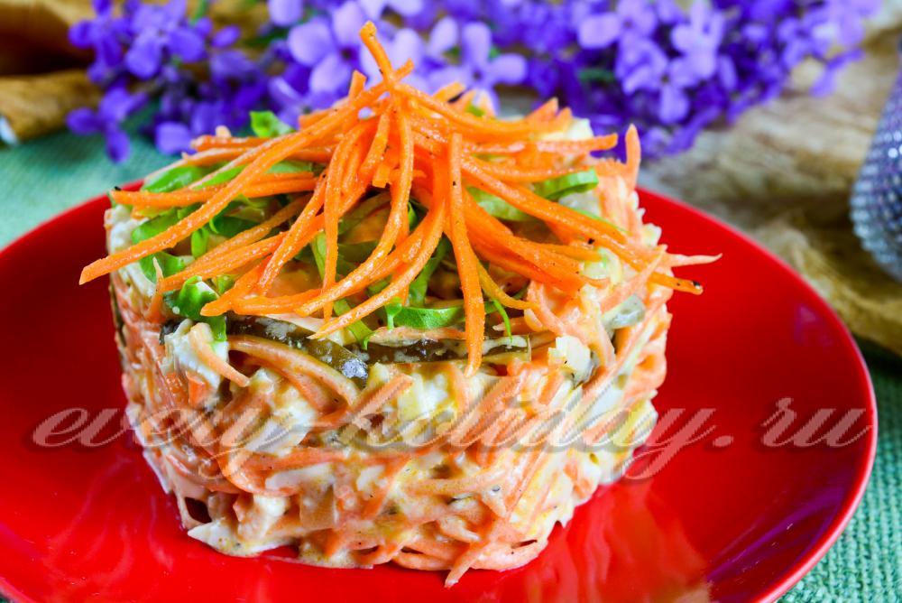 салат с корейской морковкой чипсами