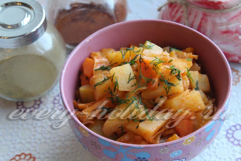 рагу овощное с кабачками и картофелем и капустой и мясом