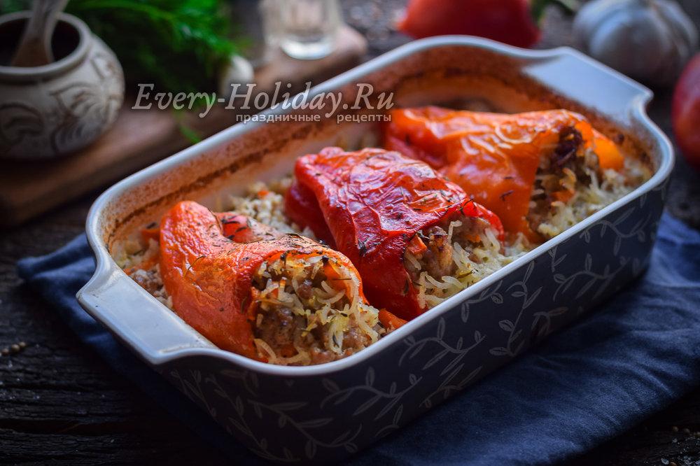 фаршированные перцы с рисом и фаршем в сметанном соусе рецепт